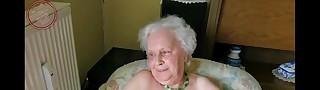 Старая Бабка Дрочит Хуй