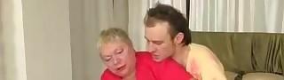 Смотреть секс молодых с бабулями прощения